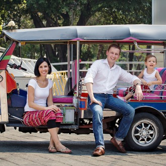 Family shooting Tuk Tuk