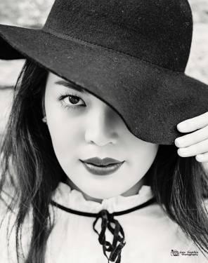 Model: Sheena Songpiriyakij, Make up: Gulisara Takky, Styling: Leonie Roland